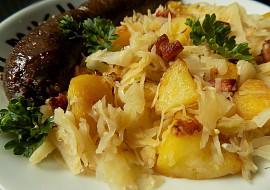 Přílohové brambory opékané se zelím a slaninou recept ...