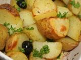 Středomořské brambory se šalvějí a černými olivami recept ...
