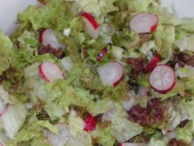 Hlávkový salát s ředkvičkami