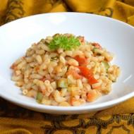 Těstovinový salát s cuketou a rajčatovým pestem recept