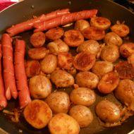Brambory pečené v grilu s párkem recept