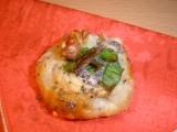Sýrové koláčky s oříšky, šalotkou a mákem recept