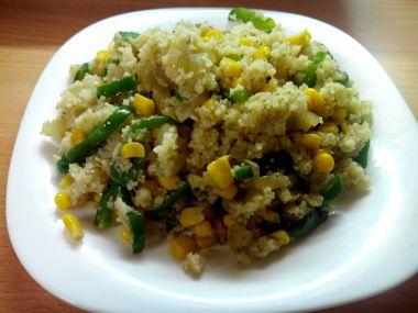 Teplý kuskusový salát se zeleninou