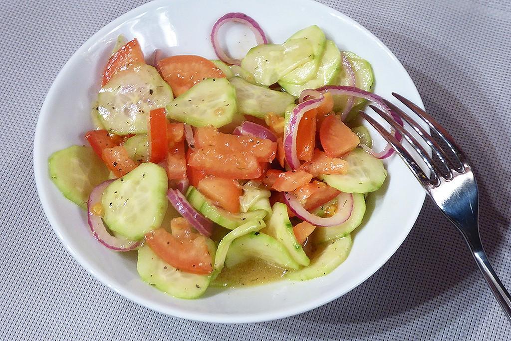 Okurkový salát s rajčaty a balsamikem recept