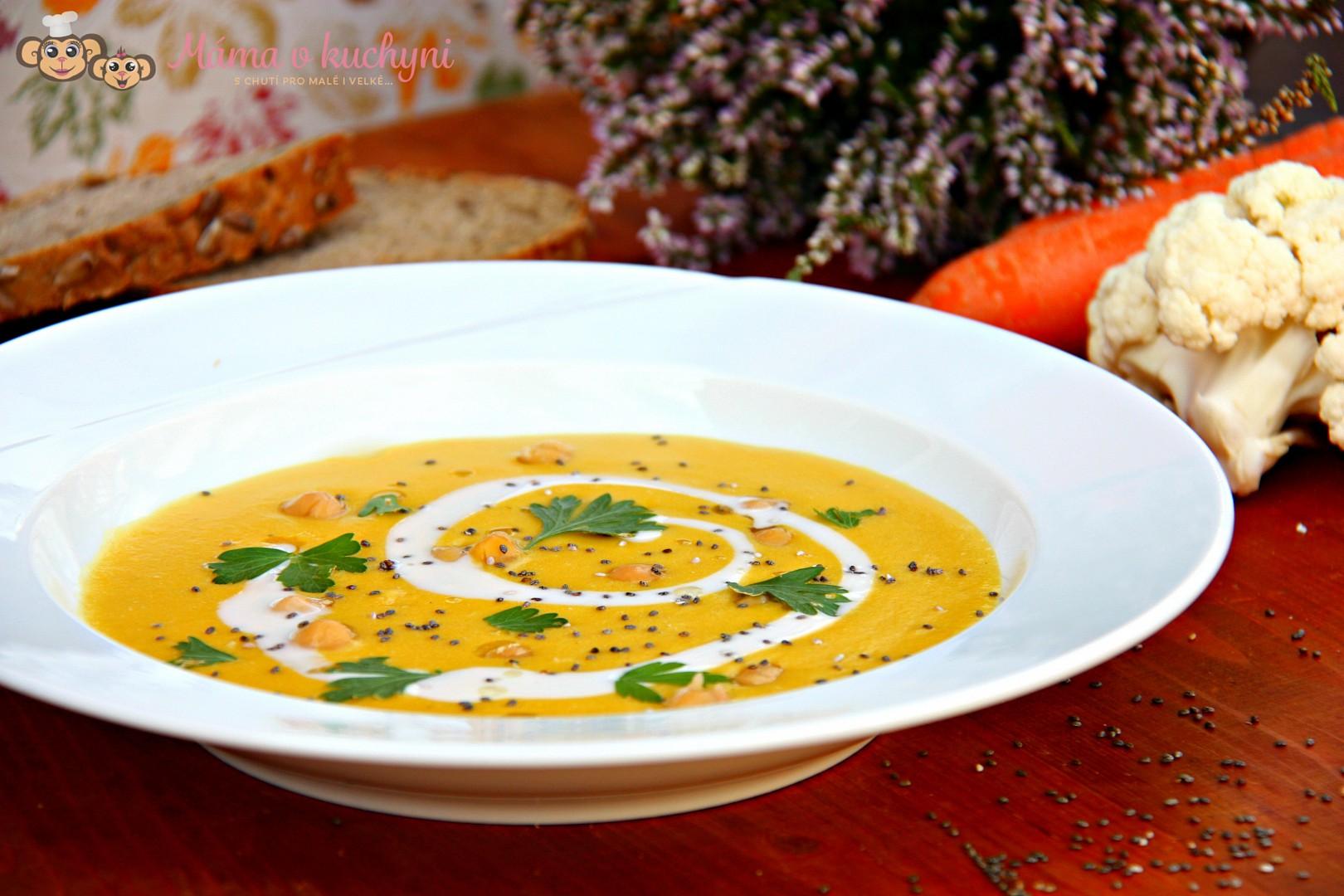 Květákovo-mrkvová krémová s cizrnou recept
