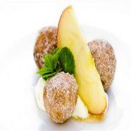 Jablečné koblížky s marcipánem a zakysanou smetanou recept ...