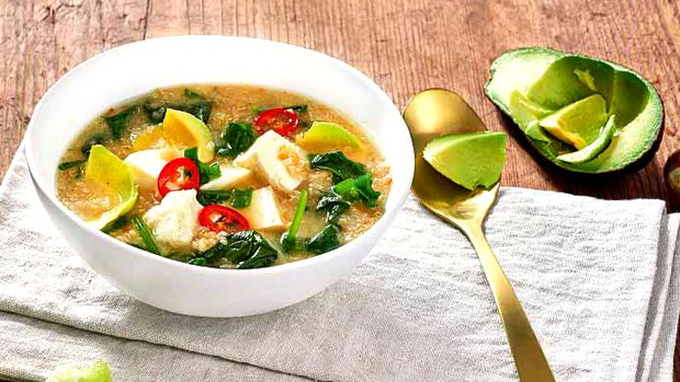 Miso polévka s quinoou a špenátem