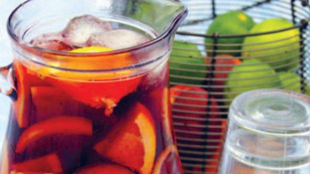Osvěžující sangria s ovocem
