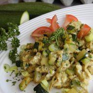 Míchaná vajíčka s bylinkami a cuketou recept