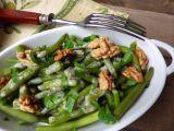 Teplý fazolkový salát s ořechy recept