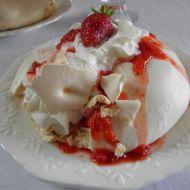 Bezé bochánky s jahodami a šlehačkou recept