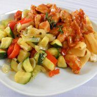 Pikantní kuřecí kousky se zeleninovou směsí recept