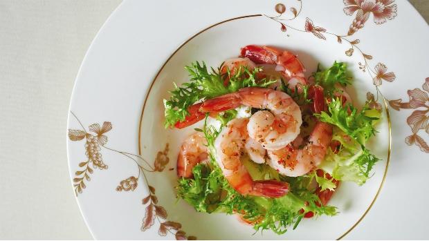 Listový salát s krevetami