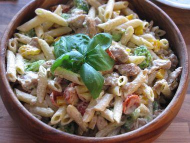 Skvělý těstovinový salát s kuřecím masem