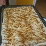 Skořicovo-vanilkový koláč se zakysanou smetanou recept