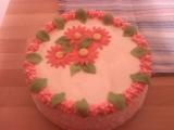 Rozkvetlý jahodový dort recept