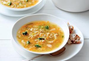 Kuřecí polévka s kroupami