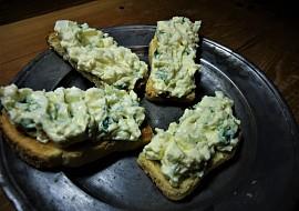 Pomazánka z vajec, mascarpone a medvědího česneku recept ...