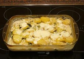 Zapečené brambory s brokolicí,smetanou a sýrem recept ...