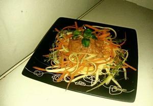 Cuketo-mrkvové špagety s rajčatovým dipem