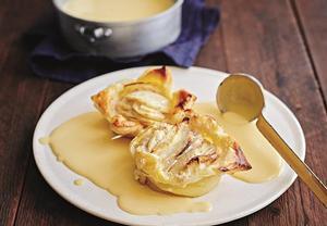 Zapečená jablka s vanilkovým přelivem
