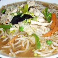 Kuřecí polévka s čínskými nudlemi a houbami recept