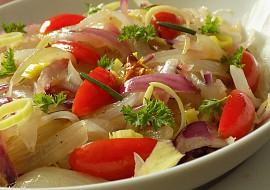 Cibulový salát s rajčaty recept