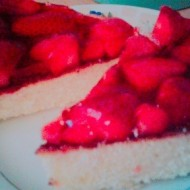 Svěží dort s jahodami a pudinkovou želatinou recept