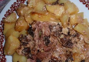 Česnekovo-houbové maso zapečené s bramborem a smetanou ...