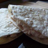 Tortilla plněná krabí pomazánkou recept