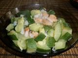 Vařená cuketa s krevetami a česnekem recept
