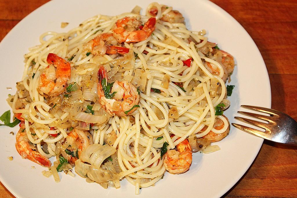 Peprné krevety objímané špagetami recept
