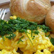 Míchaná vejce sypaná pažitkou recept