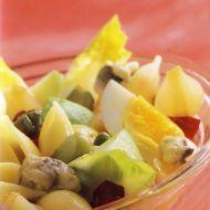 Těstovinový salát se sledi recept