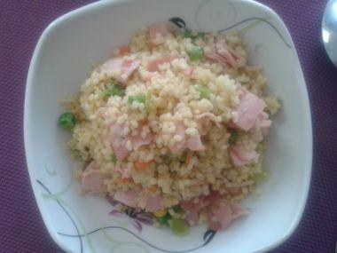 Kuskusový salát se šunkou a zeleninou