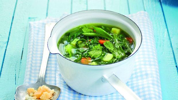 Zeleninová polévka s divokým pestem