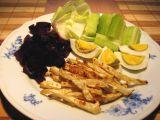 Česnekové celerové hranolky s červenou řepou a vejcem recept ...