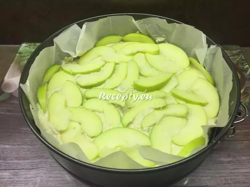 Hrníčkový jablečný koláč recept  moučníky