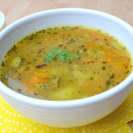 Bramborová polévka s mrkví a hříbky recept