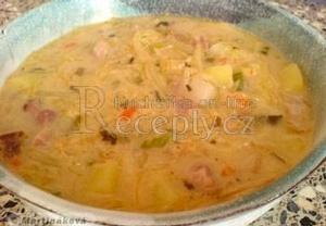 Fazolová polévka se zelím