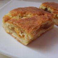Jablečný koláč s rozinkami recept
