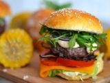 Domácí hamburger s chedarem recept