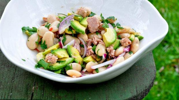Fazolový salát s tuňákem