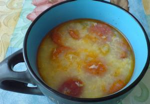 Zeleninová polévka s klobásou