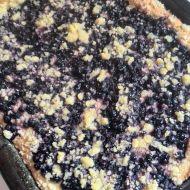 Kynutý borůvkový koláč s drobenkou recept