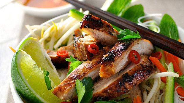 Kuře ve vietnamském stylu s nudlemi