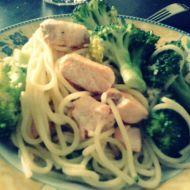 Špagety s lososem a brokolicí recept