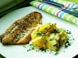 Filet z okouna s bramborovo-okurkovou omáčkou recept ...
