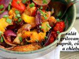 Salát z grilovaných paprik, cibule a chleba recept