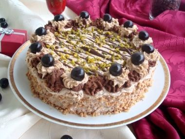 Ořechový dort s čokoládou a třešněmi